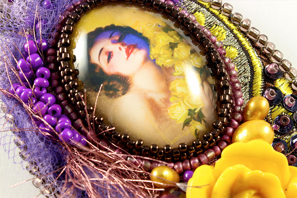 Art Deco Pin-up Girl Necklace